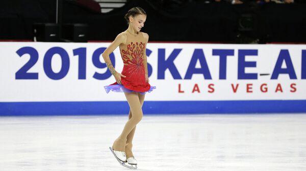 Анна Щербакова (Россия) во время выступления на первом этапе Гран-при Skate America в Лас-Вегасе (США) по фигурному катанию