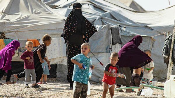 Лагерь аль-Холь, где содержатся семьи иностранных боевиков Исламского государства*, в мухафазе аль-Хасаке на северо-востоке Сирии