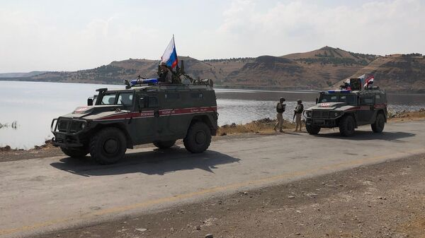 Патруль российской военной полиции на берегу реки Евфрат на севере провинции Алеппо