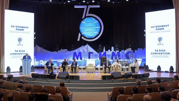 Во время пленарной сессии на тему Мир регионов vs. регионы мира в рамках XII Конвента Российской ассоциации международных исследований в МГИМО МИД РФ.