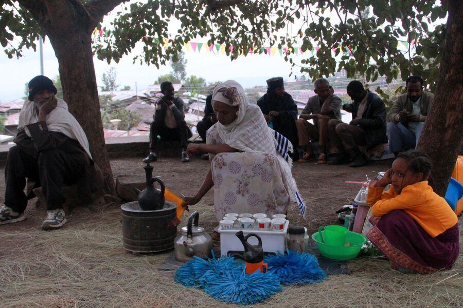 Продавщица кофе в Лалибэле. Эфиопия