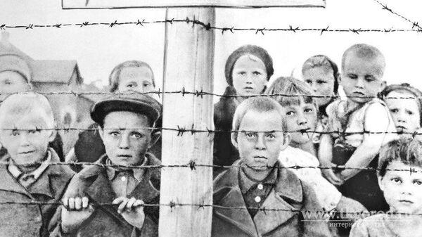 Узники финского концлагеря в Петрозаводске, справа Клавдия Нюппиева