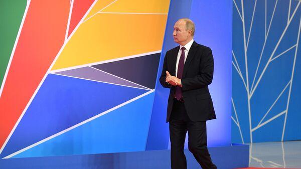 Президент РФ Владимир Путин на церемонии официальной встречи глав государств и правительств государств-участников саммита Россия - Африка