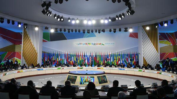 Президент РФ Владимир Путин на пленарном заседании саммита Россия - Африка