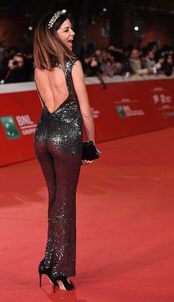 Актриса Алессия Фабиани на красной дорожке перед премьерой фильма Ирландец (The Irishman) в рамках 14-го Международного кинофестиваля в Риме