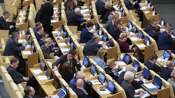 Депутаты на пленарном заседании Госдумы РФ