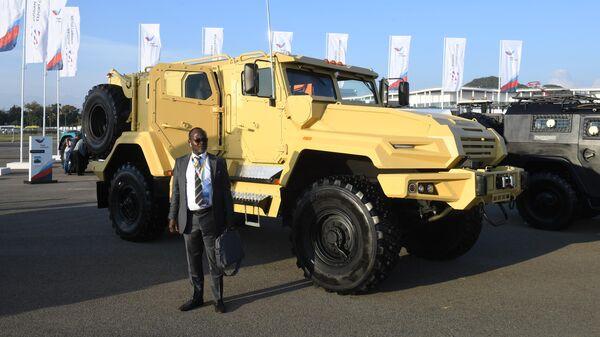 Участник  экономического форума Россия - Африка у бронированного автомобиля многоцелевого назначения ВПК-Урал