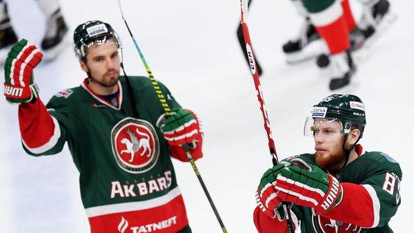 Хоккеисты Ак Барса Игорь Ожиганов и Камиль Фазылзянов