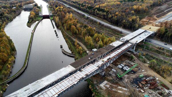 Строительство моста через канал имени Москвы на третьем пусковом комплексе ЦКАД в Московской области