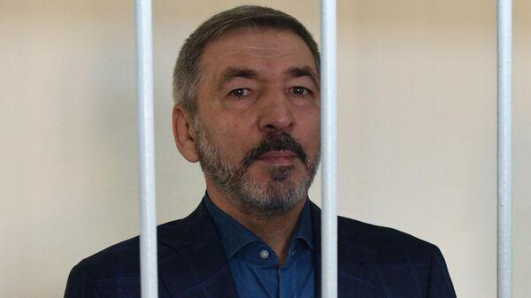 Бывший временно исполняющий обязанности председателя правительства Республики Дагестан Абдусамад Гамидов, обвиняемый в растрате бюджетных средств, во время оглашения приговора в Лефортовском суде Москвы