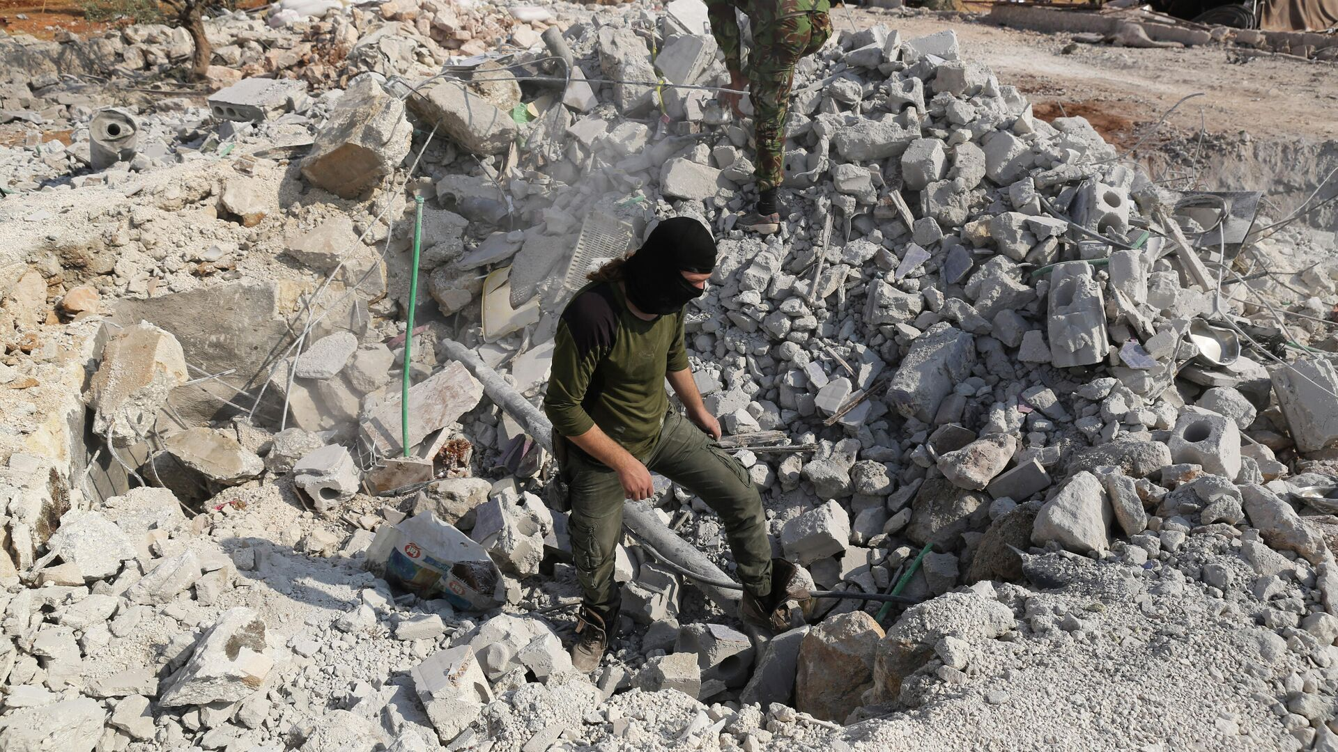 Разрушенные в результате операции вооруженных сил США, направленной против Абу Бакра аль-Багдади, дома недалеко от деревни Бариша в провинции Идлиб. 27 октября 2019  - РИА Новости, 1920, 14.02.2021