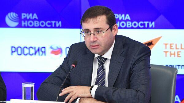 Первый зампред ЦБ Сергей Швецов во время презентации законопроекта о гарантированном пенсионном плане в МИА Россия сегодня