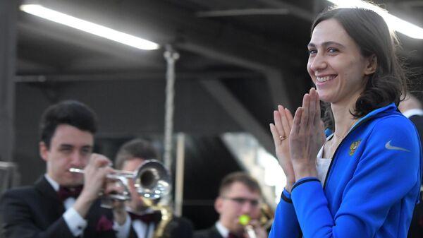 Чемпионка мира по легкой атлетике Мария Ласицкене на церемонии награждения от Федерации бокса России