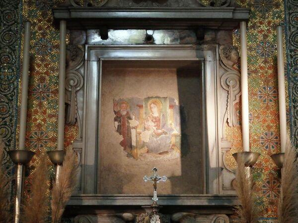 Город Изео, Церковь Марии делла Неве. Фреска Снежной Марии