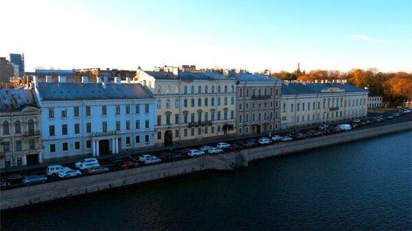 Дом №32 по набережной Кутузова в Санкт-Петербурге