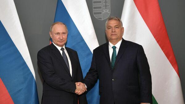Президент РФ Владимир Путин и премьер-министр Венгрии Виктор Орбан во время встречи