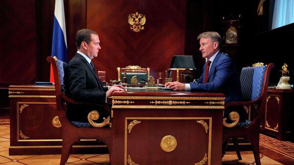 Дмитрий Медведев и президент, председатель правления Сбербанка России Герман Греф во время встречи