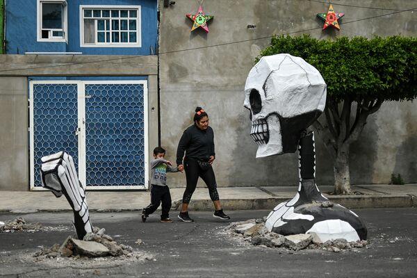 В преддверии празднования Дня Мертвых на улице Мехико
