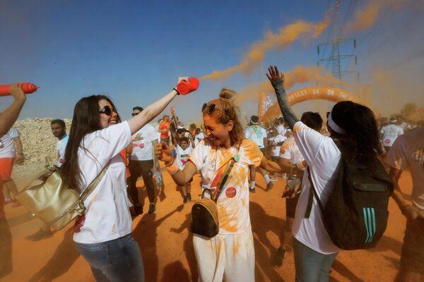 Участники красочного забега в Эр-Рияде