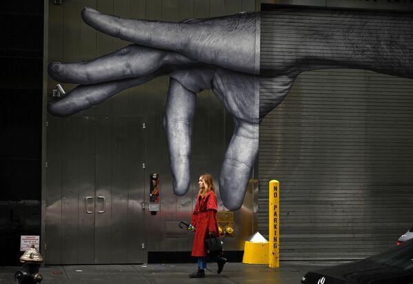 Девушка на улице Нью-Йорка