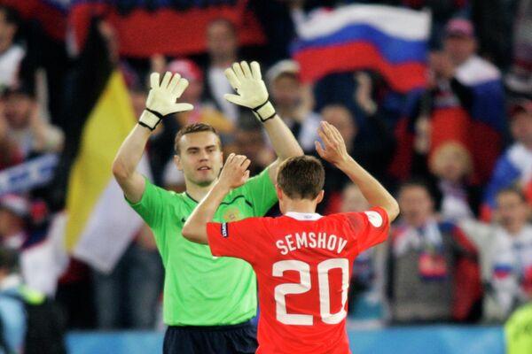 Футболисты сборной России Игорь Акинфеев и Игорь Семшов