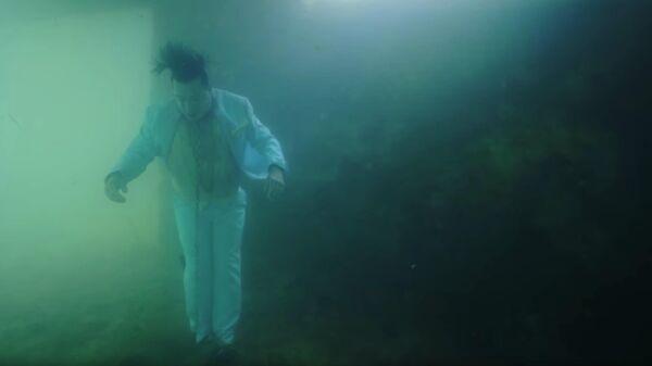 Кадр из трейлера видеоклипа Knebel проекта Тилля Линдеманна Lindemann
