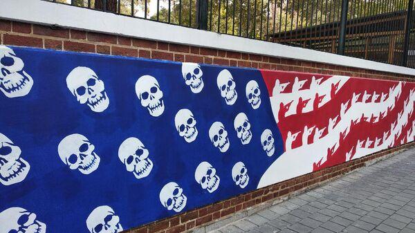 Новые граффити на стене бывшего посольства США в Тегеране