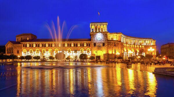 Здание правительства Республики Армения в ночное время