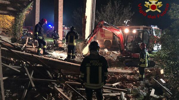 На месте взрыва в городке Куарньенто на севере Италии