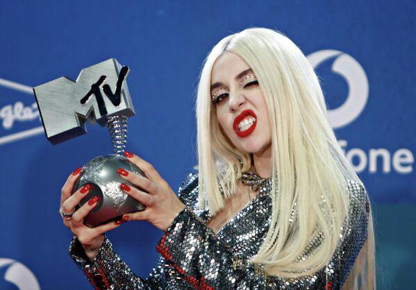 Певица Эйва Макс на церемонии награждения MTV Europe Music Awards