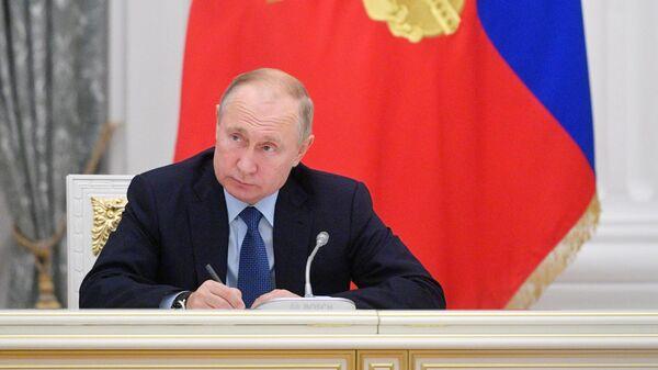 Президент РФ Владимир Путин проводит заседание Совета при президенте РФ по русскому языку