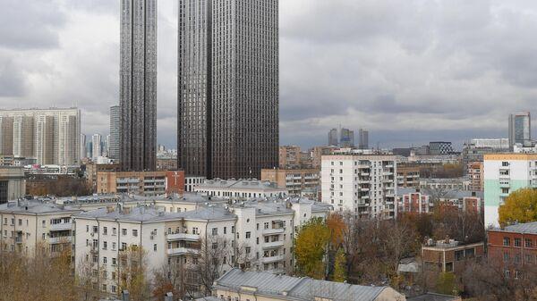 Вид на жилые дома с крыши дома на Малой Грузинской улицы