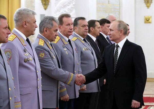 Президент РФ Владимир Путин во время встречи с группой офицеров по случаю их назначения на вышестоящие должности и присвоения высших воинских и специальных званий