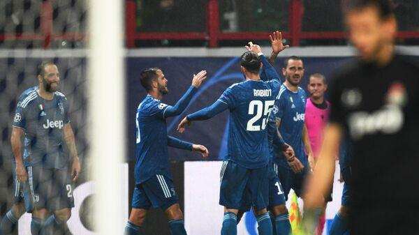 Футболисты Ювентуса радуются забитому голу