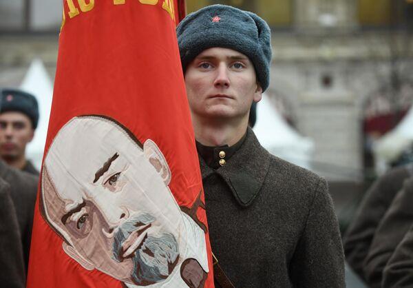 Участник марша, приуроченного к 78-й годовщине парада 1941 года на Красной площади
