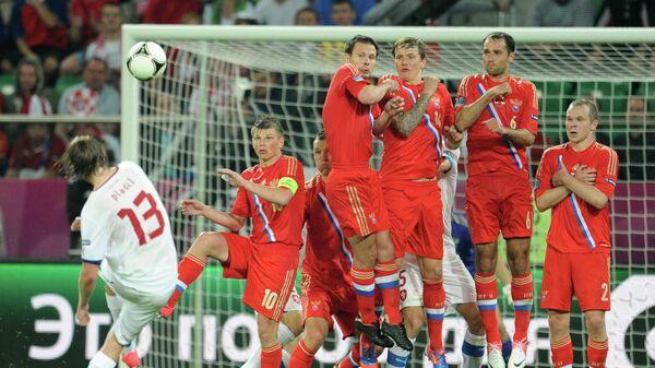 Игровой момент матча Чехия - Россия на ЕВРО-2012