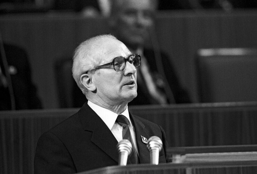 Председатель Государственного совета ГДР Эрих Хонеккер