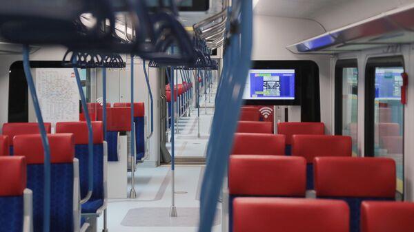В вагоне электропоезда Иволга 2.0 во время подготовки к запуску МЦД-1 Белорусско-Савеловский