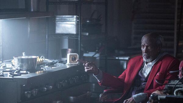 Луис Госсетт в сериале Хранители (HBO)