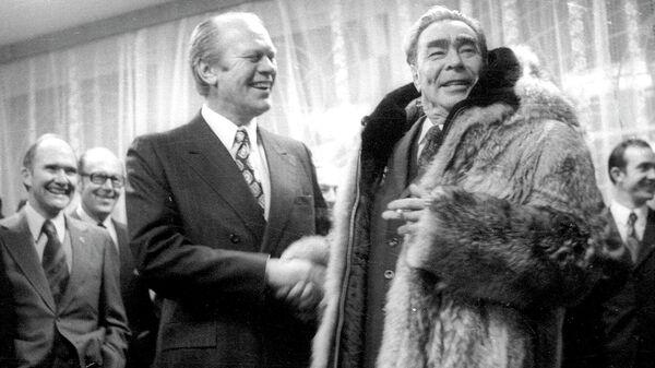 Президент США Джеральд Форд и Генеральный секретарь ЦК КПСС Леонид Ильич Брежнев во время встречи во Владивостоке. 1974 год