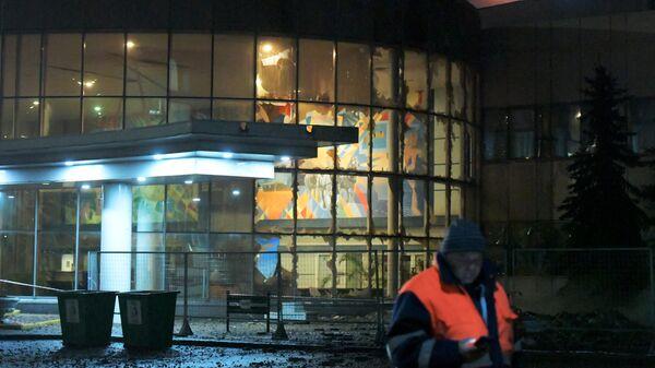 Стекла, выбитые в результате прорыва паропровода на территории завода пивоваренной компании Балтика в Санкт-Петербурге