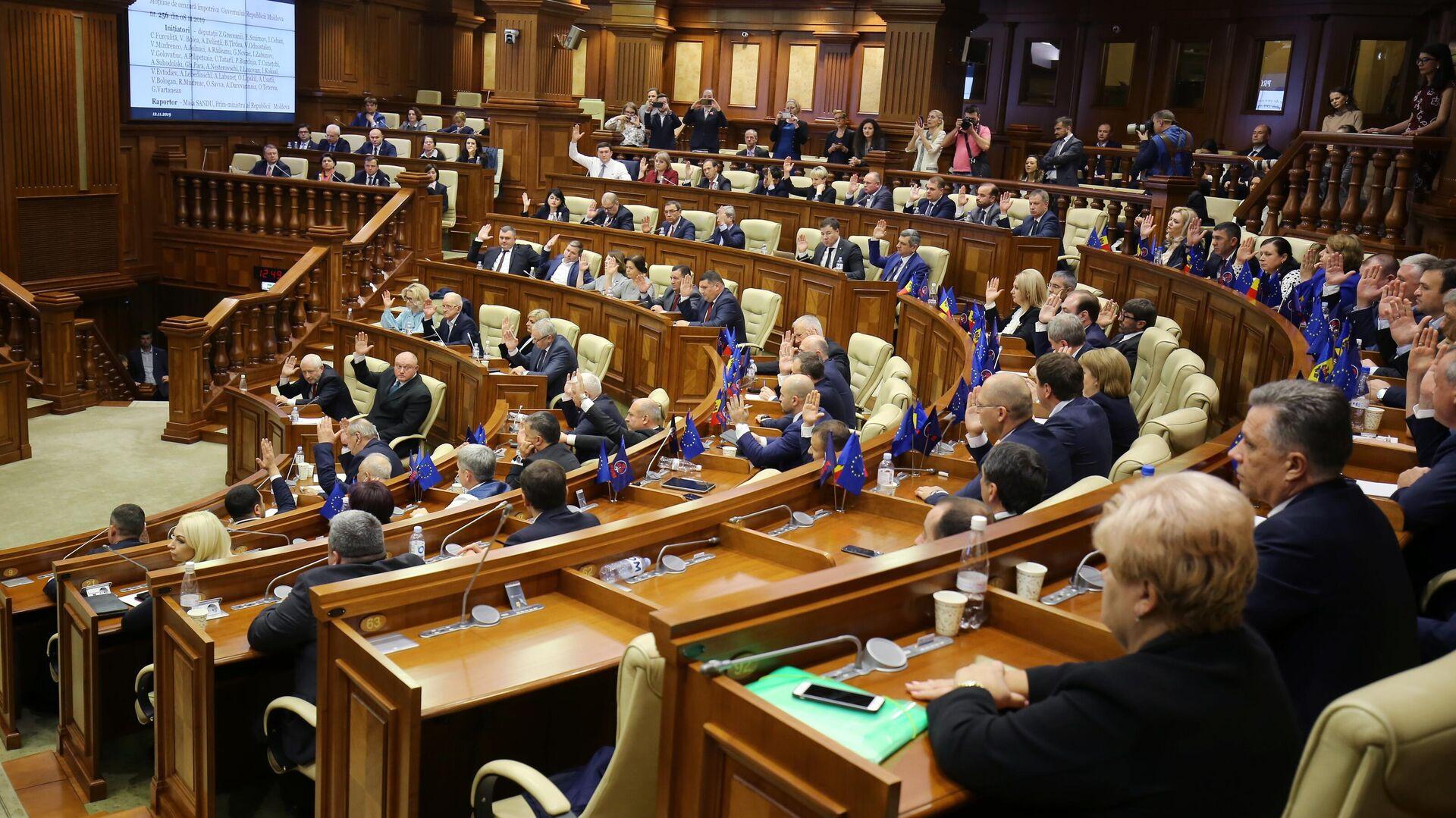 Депутаты на заседании парламента Молдавии в Кишиневе - РИА Новости, 1920, 03.12.2020