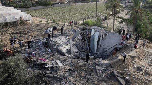 Дом, разрушенный в результате израильского авиаудара в южной части сектора Газа