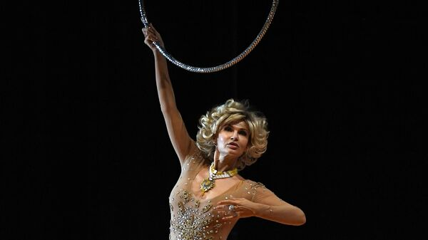 Актриса Эвелина Бледанс в роли жены мэра города, покровительницы цирка Виктории Гарсия в сцене из спектакля Смертельный номер