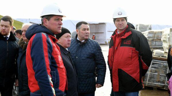 Игорь Руденя во время посещения строительной площадки Ржевского мемориала Советскому солдату