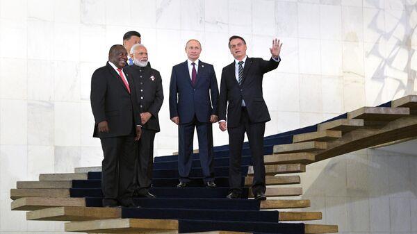 Президент РФ Владимир Путин перед началом церемонии совместного фотографирования лидеров стран БРИКС