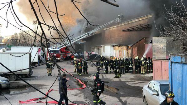 Возгорание на складе в районе Ленинградского вокзала в Москве. 14 ноября 2019