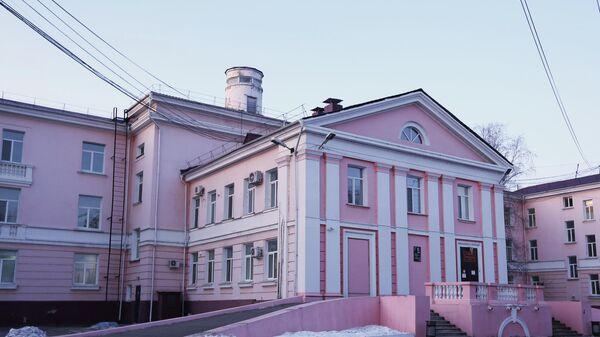Историческое здание терапевтического отделения Амурской областной детской клинической больницы, где находятся двое пострадавших накануне во время стрельбы в колледже Благовещенск