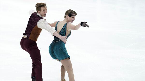 Анастасия Скопцова и Кирилл Алешин (Россия) выступают в ритмическом танце на V этапе Гран-при по фигурному катанию в Москве.
