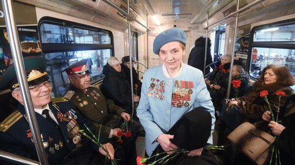 Запуск поезда метро Территория Победы